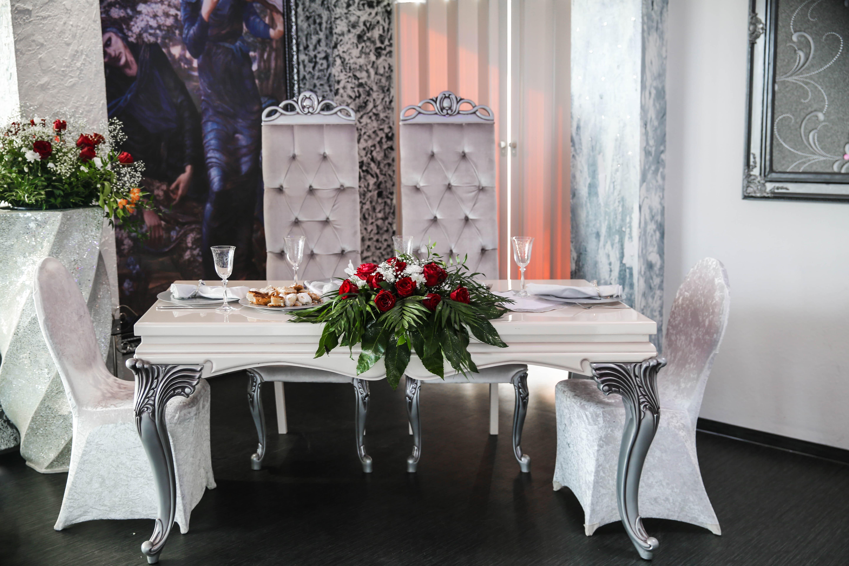 Interior designing tips choosing antiques for interior for Interior decor training