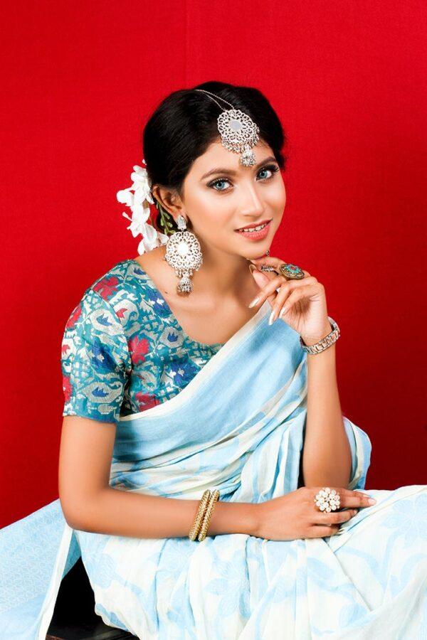 Make Fashion Statements with A Saree